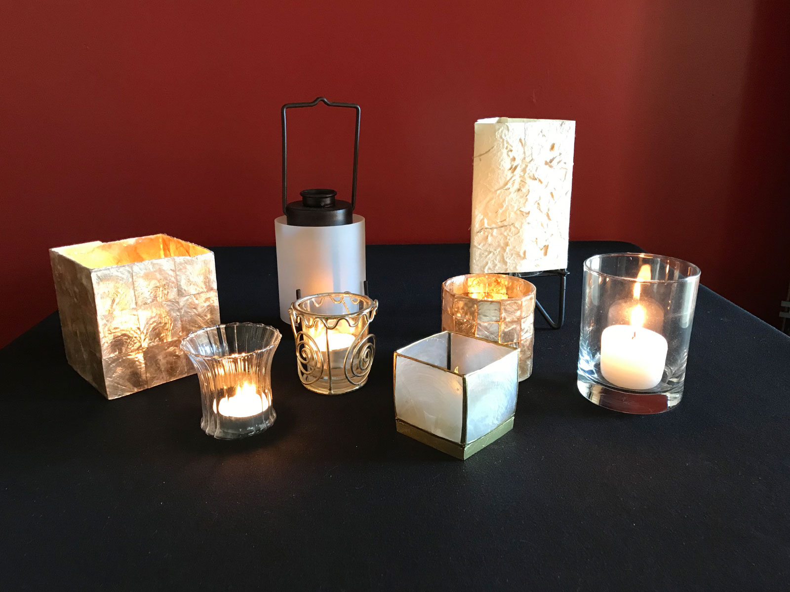 Sets of candles, star decorations and lamp centerpieces